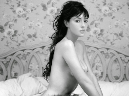 monica-bellucci-wallfizz-1685331957