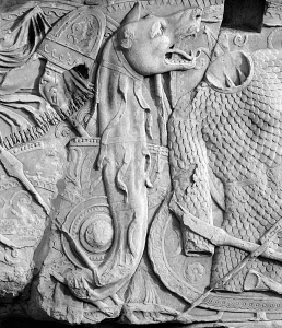 Dacian_Draco_on_Trajan's_Column_2
